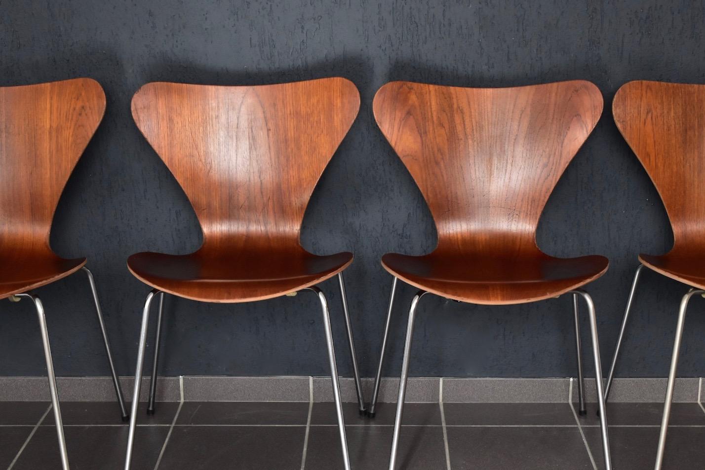 3107 stuhl in teak von arne jacobsen f r fritz hansen. Black Bedroom Furniture Sets. Home Design Ideas