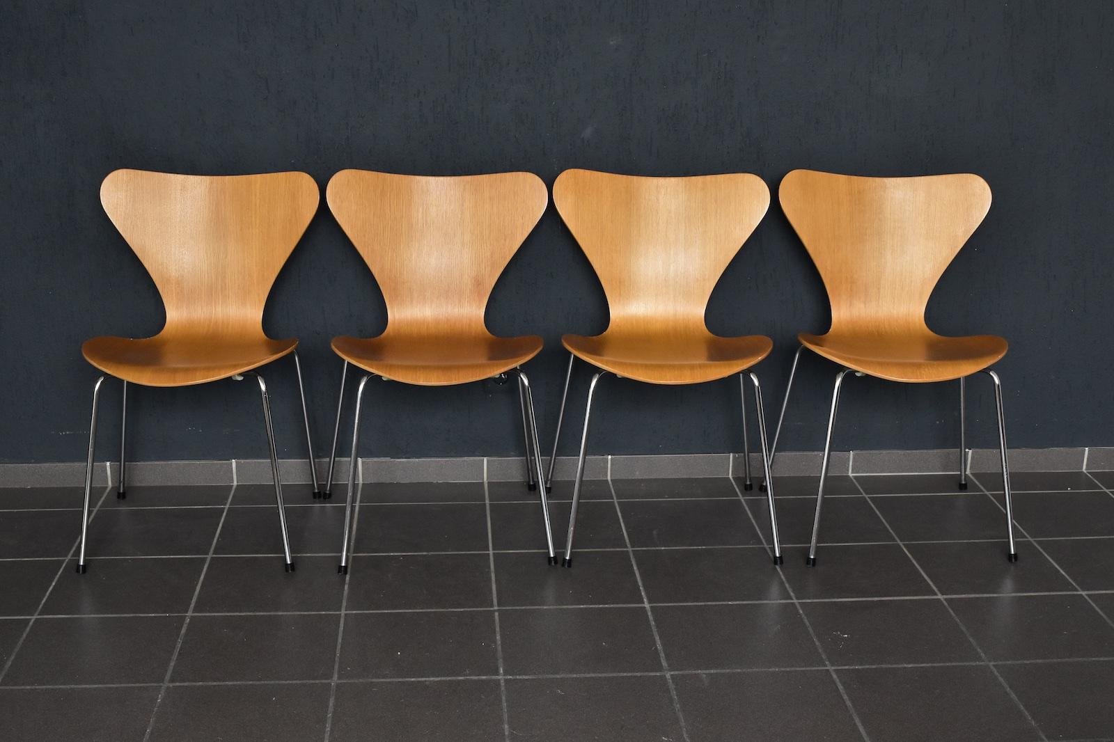 3107 in eiche von fritz hansen achtgrad. Black Bedroom Furniture Sets. Home Design Ideas