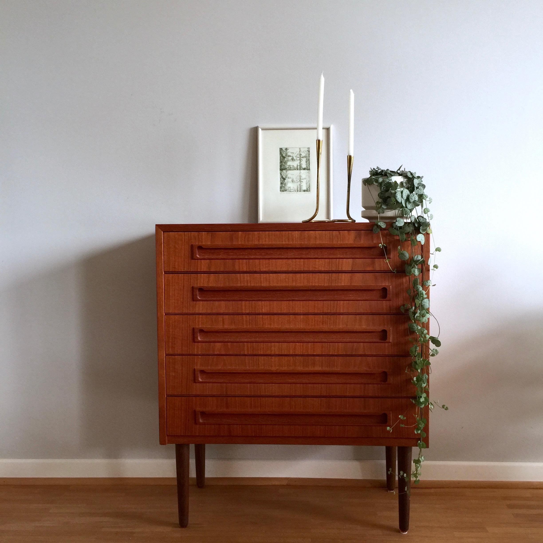 kleine teak kommode achtgrad. Black Bedroom Furniture Sets. Home Design Ideas